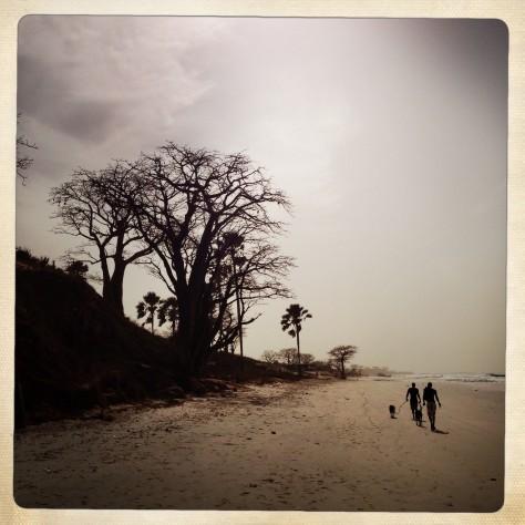 Walking beach-men IMG_3885