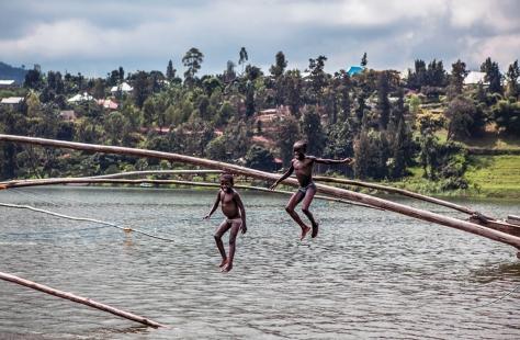 LAKE KIVU_KIDS_UGANDA