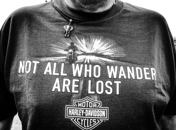 T-SHIRT 'NOT ALL WHO WANDER ARE LOST'