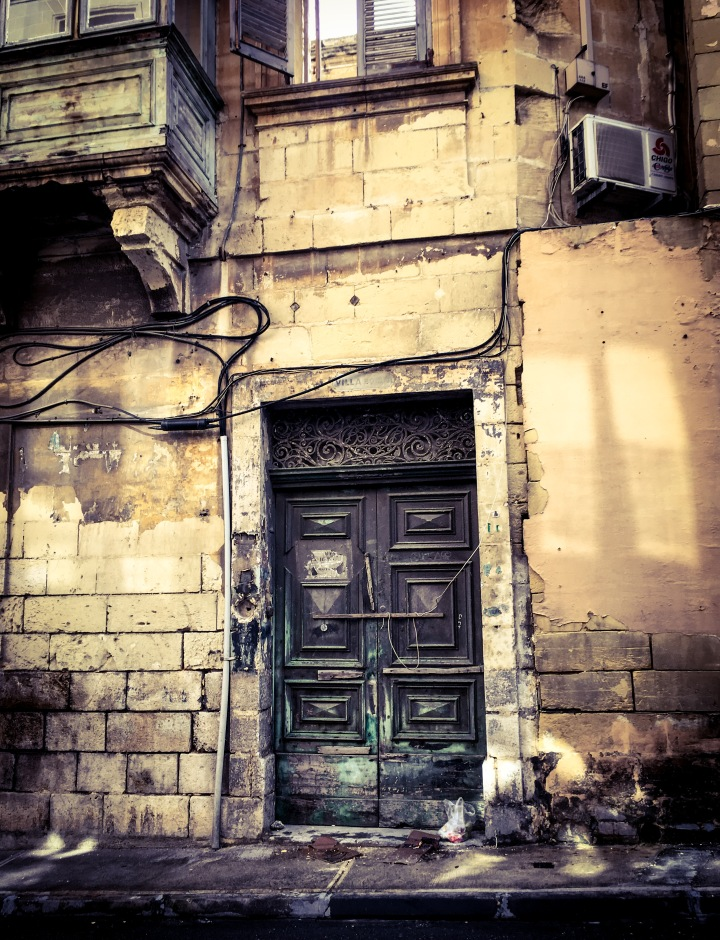 Derelict house of character, and part of Maltese balcony, Sliema, Malta © Helen Jones-Florio