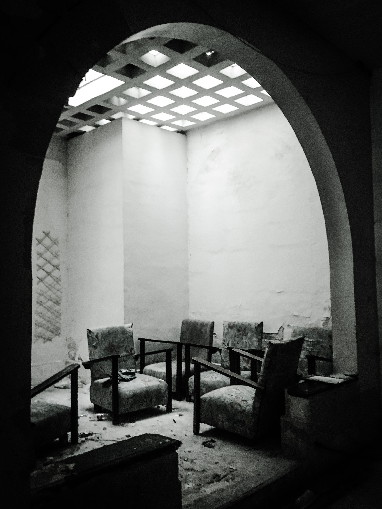 'Savoy' house, interior, Gzira, Malta - old art deco chairs © Helen Jones-Florio