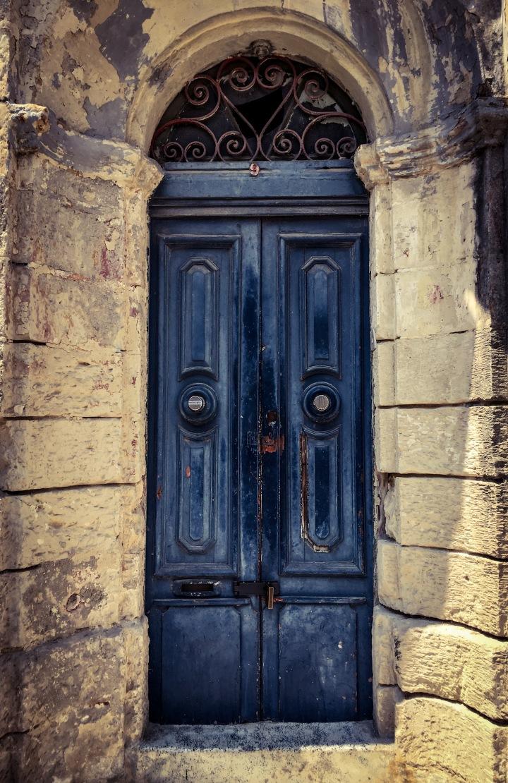 Blue door, Triq Farsons, Hamrun, Malta ©Helen Jones-Florio